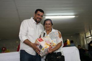 Prefeito homenageia as mães do município (4)